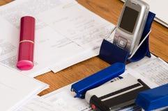 Documenti su un tavolo. Fotografie Stock