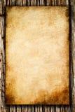 Documento áspero viejo sobre el fondo de madera Imagen de archivo libre de regalías