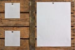Documento in bianco su priorità bassa di legno Immagine Stock