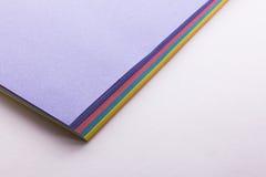 Documento colorato su una priorità bassa bianca Fotografia Stock Libera da Diritti