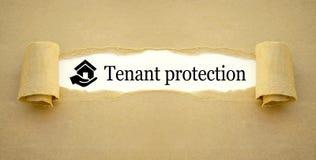 Documento com casa do ícone e mão com proteção do inquilino imagem de stock