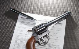 Documento da compra do revólver Imagens de Stock