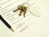 Documento de alquiler firmado de la aplicación Foto de archivo libre de regalías