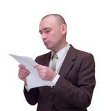 Documento de la lectura del hombre de negocios Imagenes de archivo