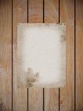 Documento de la mora sobre el fragmento de madera Fotos de archivo libres de regalías