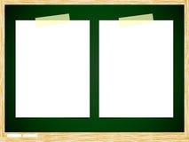 Documento de nota en blanco sobre tarjeta verde Fotografía de archivo