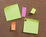 Documento de nota sobre una tarjeta Imagen de archivo libre de regalías