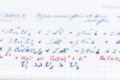 Documento de prueba de la escritura sobre química con correcciones del ` s del profesor Imagen de archivo