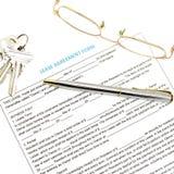 Documento del contrato de alquiler con llave Fotos de archivo