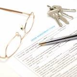 Documento del contrato de alquiler con llave Imagen de archivo