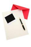 Documento di lettera e busta rossa Fotografie Stock Libere da Diritti