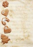 Documento di musica Grungy dello strato con i biscotti di natale. Immagine Stock