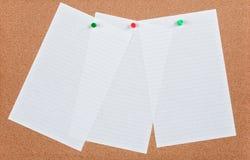 Documento di nota sulla scheda del sughero Immagini Stock