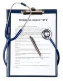 Documento direttivo medico con lo stetoscopio Fotografie Stock Libere da Diritti
