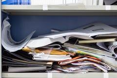 Documento e articoli per ufficio sudici dell'archivio in casellari immagini stock libere da diritti