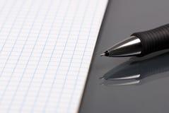 Documento e penna 2 Fotografia Stock Libera da Diritti