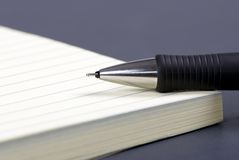 Documento e penna 3 Immagini Stock