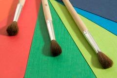 Documento e spazzole colorati Immagini Stock Libere da Diritti
