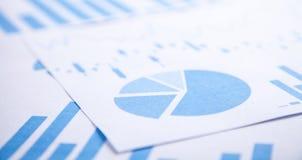 Documento financiero de los gráficos de negocio Concepto del asunto imagen de archivo libre de regalías