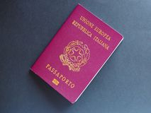 Documento italiano del pasaporte imagen de archivo libre de regalías