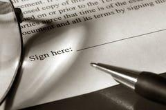 Documento jurídico que se firmará Foto de archivo libre de regalías