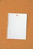 Documento nella scheda del sughero Fotografia Stock