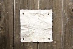 Documento retro sobre la pared de madera imagen de archivo libre de regalías