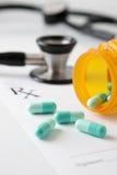 Documento y medicación de la prescripción con Stethosc Fotos de archivo libres de regalías