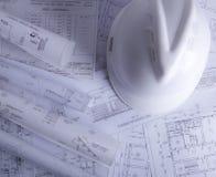 Documentos de construcción en la tabla imágenes de archivo libres de regalías