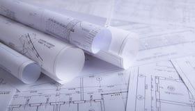Documentos de construcción en la tabla foto de archivo