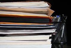 Documentos en el escritorio Imagen de archivo libre de regalías