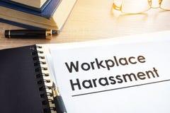 Documentos sobre el acoso del lugar de trabajo foto de archivo libre de regalías