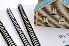Documentos y modelo de la casa Foto de archivo