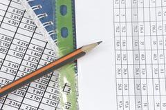 Documents d'affaires et un crayon Images libres de droits
