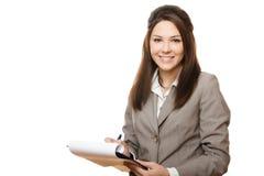 Documents de sourire de fixation de femme d'affaires Images stock