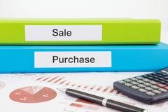 Documents de vente et d'achat avec des rapports Photos libres de droits