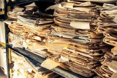 Documents sur papier dans les archives Image stock