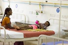 Documetary社论 本地治里市Jipmer医院,印度- 2014年6月1日 关于患者和他们的家庭的充分的记录片 Documetar 免版税库存图片