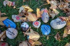 Dodatek specjalny dekorował kamienie Upamiętniać kończyć Pierwszy obrazy stock