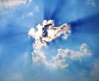 Dodatek specjalny kształtujący chmurnieje z shunshine w niebieskim niebie zdjęcie royalty free