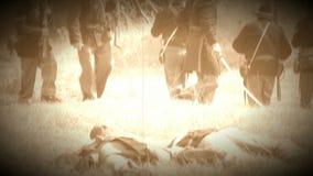 Dode Burgeroorlogmilitairen op slagveld (de Versie van de Archieflengte) stock videobeelden