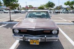 Dodge antiguo en una exposición de los coches del vintage parqueó cerca de la alameda grande de Regba Foto de archivo