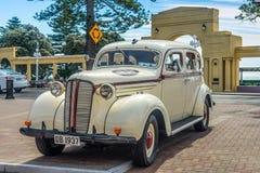 1937 Dodge D5 'Charlie' parkten auf Marine Parade, Napier Lizenzfreie Stockfotografie