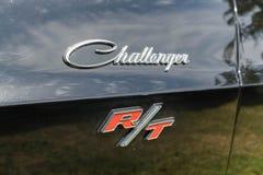 Dodge-Herausforderer Funktelegrafie-Emblem auf Anzeige Stockbilder
