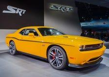 2012 Dodge Herausforderer-gelbe Jacke Lizenzfreie Stockbilder