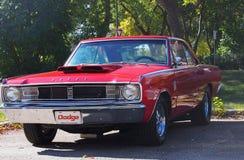 Dodge rojo restaurado obra clásica Fotos de archivo