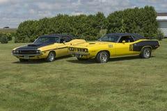 Dodge-uitdager rechts en cuda van Plymouth Royalty-vrije Stock Foto
