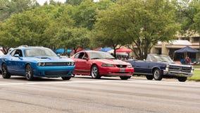 Dodge utmanare, Ford Mustang, Pontiac GTO, Woodward drömkryssning, MI Royaltyfria Bilder