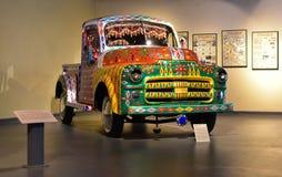 Dodge variopinto d'annata prende il camion fotografia stock libera da diritti