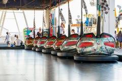 Dodgems am Funfair auf Brighton Pier lizenzfreie stockfotos